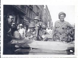 LIBERATION 1945 -BRUXELLES  -MILITAIRES DEFILENT EN JEEP - War, Military