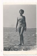 REAL PHOTO -  Cute Girl  Kid Sit On Beach ,  Fillette  - Vintage Original - Altri