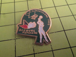 613d Pin's Pins / Beau Et Rare / THEME : SPORTS / BASKET-BALL JEUX OLYMPIQUES BARCELONE 1992 SECOURS POPULAIRE - Olympic Games