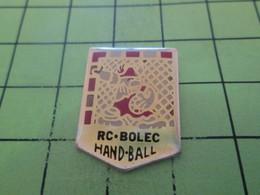 613d Pin's Pins / Beau Et Rare / THEME : SPORTS / HANDBALL RC BOLEC GAULOIS GARDIEN DE BUT - Handball