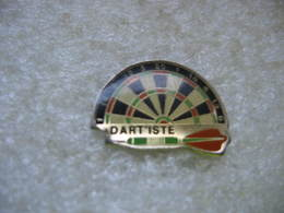 Pin's Dart'iste, Jeux De Flechettes - Badges