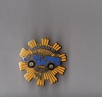Pin's Police / Escadron 18/1 De Gendarmerie Mobile De Satory (EGF Doré) Hauteur: 2,8 Cm - Police