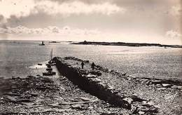 Autres Iles      22      Ile Grande.. Le Port      (voir Scan) - Frankrijk