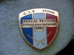 Pin's Du Club C.I.S. ATHLÉTISME à Etival-Clairefontaine. Pascal FETIZON 1re Sélection Nationale En 92 - Athlétisme