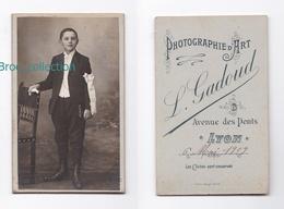Photo Cdv D'un Communiant, Photographe L. Gadoud, Lyon, 1909 (enfant, Petit Garçon) - Personnes Anonymes