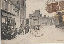 Chartres  28   La Rue De La Couronne -Bar -Buvette-Tabac (Bezard) Avec Terrasse Tres Tres Animée Et Voiture - Chartres