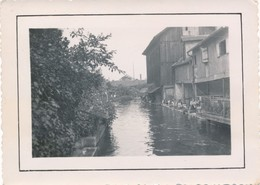 Snapshot Argentique 1938 Strasbourg Lavandières Bergeronnette Linge Rivière - Métiers
