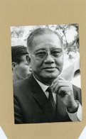 Photo Originale . Le Général DUONG VAN MINH ( Grand  MINH  )  En Conférence De Presse 1973 - Guerre, Militaire