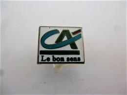 PINS BANQUE CREDIT AGRICOLE LE BON SENS Signé Coinderoux Corner / 33NAT - Banks