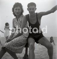 40s GIRL BOY BEACH PRAIA  PORTUGAL 60/60mm AMATEUR NEGATIVE NOT PHOTO NEGATIVO NO FOTO - Photographie
