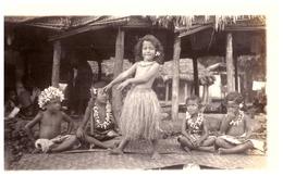 DANSEURS POLYNESIENS  ENFANTS  A SAMOA    EN TENUE TRADITIONNELLE    CARTE PHOTO - Samoa