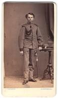 Fotografie J. Samhaber, Aschaffenburg, Portrait Junger Soldat In Uniform Mit Epauletten, Kadett, Gründerzeit - War, Military