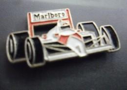 Pin's AUTO F1 Mc LAREN HONDA Avec Pub Tabac Marlboro @ 26 Mm X 13 Mm - F1