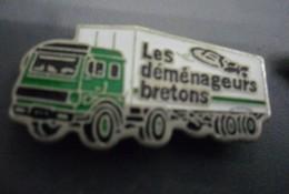 Pin's LES DEMENAGEURS BRETONS - Transport Camion Semi Remorque  @ 30 Mm X 15 Mm - Transportation