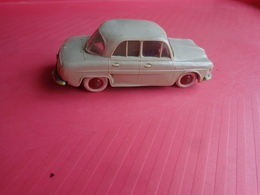 Voiture Dauphine Modele 13-norev Miniature - Jouets Anciens