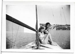 PHOTO - Jeune Femme En Maillot De Bain Sur Voilier - Ft 9 X 6 Cm - Personnes Anonymes