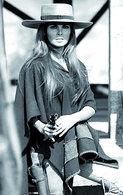 Raquel Welch Photo Postcard -04 - Femmes Célèbres