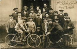 CARTE PHOTO    GROUPE DE PERSONNES ET VELOS - To Identify