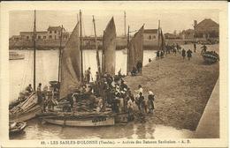 ( LES SABLES D OLONNE     )   ( 85 VENDEE ) ( BATEAUX )( PECHE )( SARDINIERS ) ARRIVEE DES BATEAUX SARDINIERS - Pêche