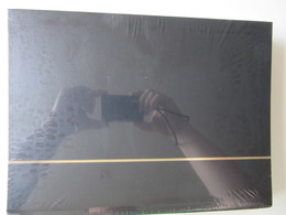 Ney001 NIEUW A4 LEUCHTTURM ALBUM KLEUR ZWART / BLACK MET 64 WITTE BLADEN / 64 WHITE PAGES - Albums & Bindwerk