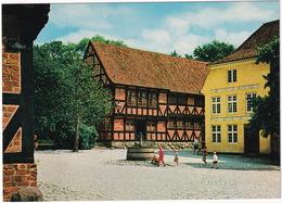 'Den Gamle By', Arhus : Torvet. Tekstilmueum Ca. 1650 / Market Place, The Textile Collection  - (Danmark) - Denemarken