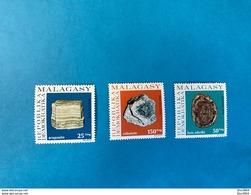 MADAGASCAR 1976 3 V Neuf MNH ** YT 590 A 592 Minéraux Mineral Of Malagasy - Minerales