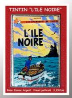 """SUPER PIN'S BD, TINTIN : De La Série Des Pin's COUVERTURES BD, Signé M.US TINTIN """"L'ILE NOIRE"""" Support ZAMAC 2,2X2cm - Comics"""