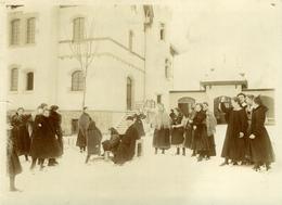 """FRIBOURG Superbe Photo Ancienne Vers 1900-1910 (18x13) Pensionnat J. D'Arc """"En Récréation """" + Neige (voir Comment.) - Lugares"""