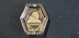Cendrier Souvenir Marne 51 CHAMPAGNE MOET & CHANDON Epernay  ( Verre Marron ) MOINE DON PERIGNON 1938 1715 - Verre