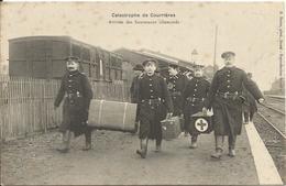 CATASTROPHE  DE  COURRIÈRES  /  Arrivée  Des  Sauveteurs  Allemands  Croix  Rouge  /  Train  En  Gare - Otros Municipios