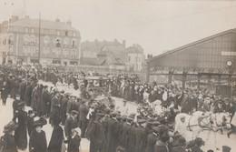 TROYES - SUPERBE ET - RARE - CARTE PHOTO DE LA CAVALCADE DU MARDI-GRAS 1911 - LE PONT DE LA GARE- RUE VOLTAIRE - TOP !!! - Troyes