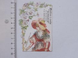 LA ROCHE-SUR-YON: CHROMO DECOUPIS SINGER Machines à Coudre - Demoiselle NOBLE 1789 Fleur - Rue Des HALLES - Children