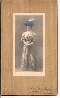 L120B579 - Portrait D'une Femme - A.Fernbach Toulon - Blason à Gauche Bas - Photos