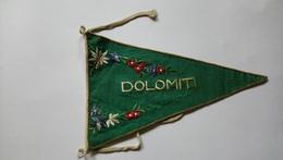 Fanion Voyage Brodé Dolomiti Broderie Fleurs - Organizations