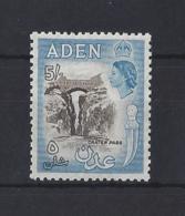 ADEN...QUEEN ELIZABETH II.(1952-NOW)...5/-......SG67.....MNH. - Aden (1854-1963)