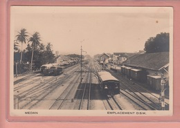 OLD POSTCARD INDONESIA - MEDAN - SUMATRA - STATION - TRAIN - EMPLACEMENT DSM - 10 X 15 CM - Indonésie