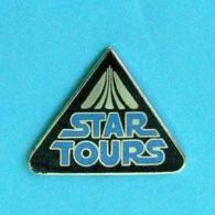 1 PIN'S //  ** STAR TOURS / LA GUERRE DES ÉTOILES / STAR WARS ** . (© LFL & DISNEY) - Films