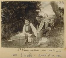 Gard . Saint-Nicolas-lès-Nîmes . 1903 . Un Dîner Sur L'herbe . Ausset Et Un Ami . Pique-nique . Appareil Photo . - Lieux