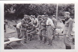 Foto Deutsche Soldaten In Zeltlager  - 2. WK - 8*5,5cm (42269) - Krieg, Militär