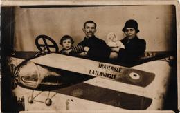 CARTE PHOTO DE 1929,FAMILLE ENTIERE POUR LA TRAVERSEE DE L'ATLANTIQUE  REF 60322 - Aviation