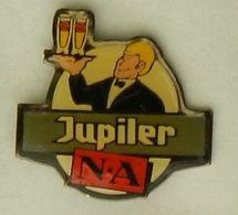 N293 Pin's Bière Bier Beer JUPILER Serveur - Bière