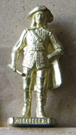 MONDOSORPRESA, (SLDN°13) KINDER FERRERO, SOLDATINI IN METALLO  MOSCHETTIERI 1670 N° 4 - SCAME 40MM - Figurine In Metallo