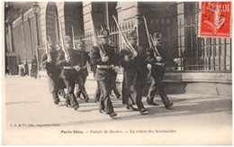 75 PARIS VECU - Palais De Justice - La Relève Des Sentinelles - France