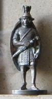 MONDOSORPRESA, (SLDN°26) KINDER FERRERO, SOLDATINI IN METALLO  ROMANI 1978/86, 35 MM - B11 - Figurine In Metallo