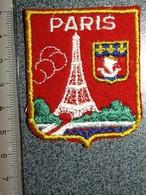 ECUSSON  TOURISTIQUE TISSUS    PARIS  TOUR EIFFEL - Ecussons Tissu