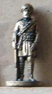 MONDOSORPRESA, (SLDN°45) KINDER FERRERO, SOLDATINI IN METALLO INGLESI INDIANI 1900 - 35 MM - H45 - Figurines En Métal