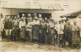 75019 - PARIS - 2 Cartes Photo - Détachement De Soldats Aux Abattoirs De La Villette En 1917 - Arrondissement: 19