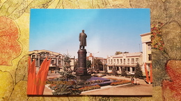 Russia. Vladikavkaz (ex. Ordzhonikidze) .  Lenin Monument  1984 - Rusland