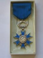 Médaille / Décoration - Ordre National Du Mérite  - Décoration Parfaite Dans Son Ecrin **** EN ACHAT IMMEDIAT **** - France