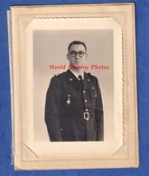 Photo Ancienne - BITCHE ( Moselle ) - Portrait D'un Garde Champêtre ? - Officier Eaux Et Forets ? - Insigne à Identifier - Guerre, Militaire